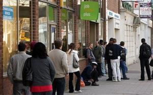 jobcentre-queue